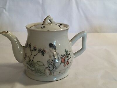 Stunning Porcelain Chinese Tea Pot - Early 20th Century