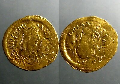 JUSTINIAN I GOLD SEMISSIS_____Constantinople Mint____SEATED VICTORY INSCRIBING