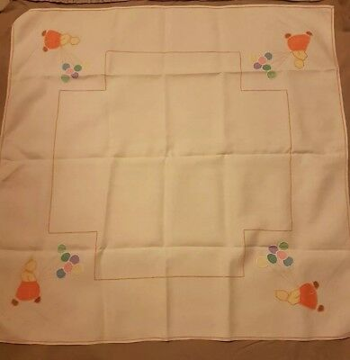 BEAUTIFUL VINTAGE LINEN HAND embroidered applique children's party tablecloth