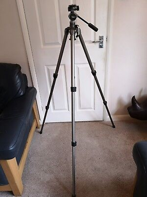 Velbon tripod with PH-157Q fluid head. little used, great condition!
