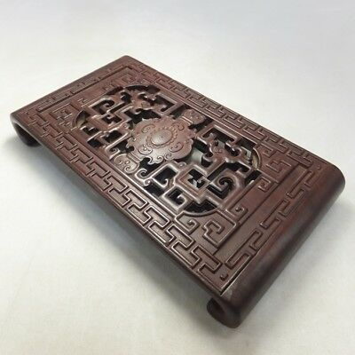 H046: Chinese decorative stand of quality KARAKI wood with good openwork