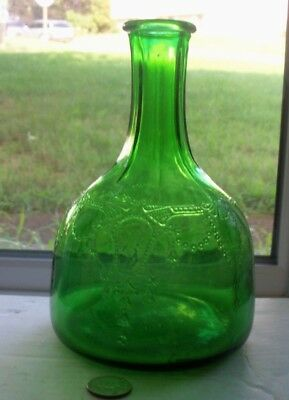NICE VINTAGE FIQUAL ART GLASS GREEN BOTTLE, Base embossed,WHITE HOUSE VINGER