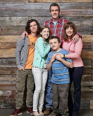 The Middle CAST / Eden Sher 8 x 10 / 8x10 GLOSSY Photo Picture