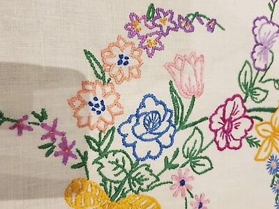 Vintage embroidered tablecloth Beautiful Floral ~ wedding ~ 83cm x 88cm