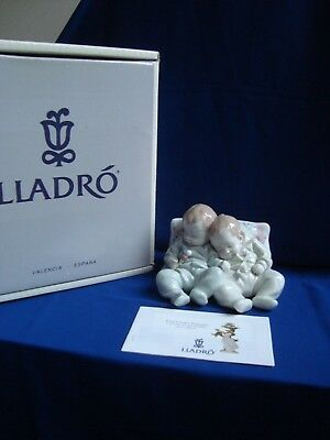 Lladro figurine Little Dreamers ( Felices Suenos) 05772-  Mint with box.