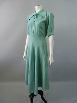 Superb vintage 1940s dress with revere collars and full skirts -  UK 8 / 10