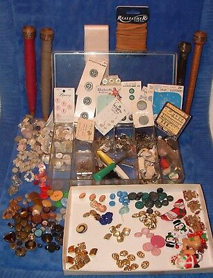 Lot Vintage Sewing Notions Buttons Cards MOP Snaps Hooks Wooden Bobbin Spools