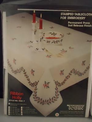 NEW Lot of 4 Tobin Stamped Napkins Tablecloth Embroidery Christmas Ribbon Holly