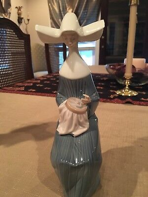 """Lladro Spain Porcelain Figurine #5501 """"Time to Sew"""" Retired"""