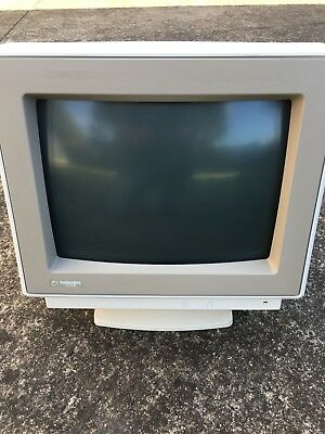 Vintage Commodore 1930-III  Computer Moniter screen