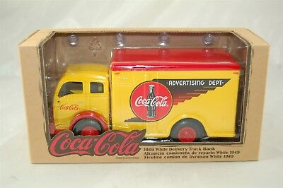 Coca Cola Coke Volvo 1949 White Delivery Truck Bank Advertising 1:33 #27022 New