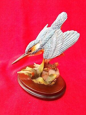 COUNTRY ARTISTS Kingfisher in Flight 03096 Bird Figurine Hand Painted