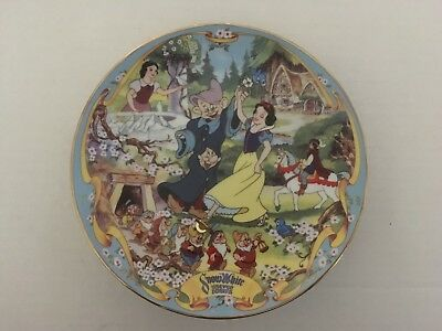 """Disney Musical Plate SNOW WHITE - """"The Fairest One of All"""" #4008E"""