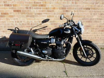 2018 18 PLATE TRIUMPH STREET TWIN 900cc ONLY 1676 MILES LEATHER PANNIERS