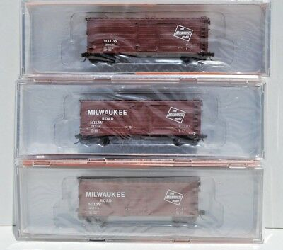 Fox Valley Models-N scale. 40' Short Ribbed Milwaukee Box Cars - Set of 3