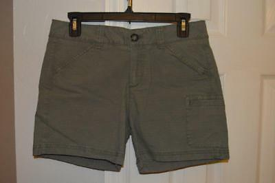 Eddie Bauer Slightly Curvy Size 2 Womens shorts. NWT Green