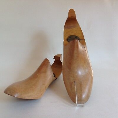 A Pair Of Vintage Wooden Hinged Lasted Shoe Trees Mens Size 6.5 E Decor Props
