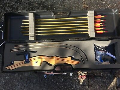 Sam Wha Wooden take down recurve bow 30lbs Right handed complete set.