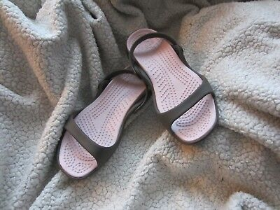 Crocs Women's Cleo Sandal SIZE 7 WOMEN'S USED CHOCOLATE/COTTON CANDY
