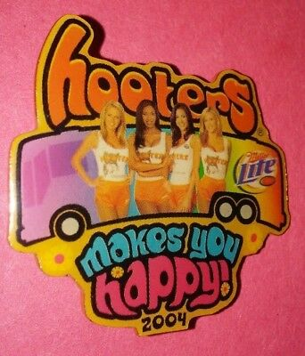 Hooters Restaurant Collectible Pin 2004 Hooters Makes You Happy!!! Rare A