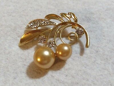 Beautiful Vintage Brooch Rhinestone Spray With Large Peach Colored Faux Pearls