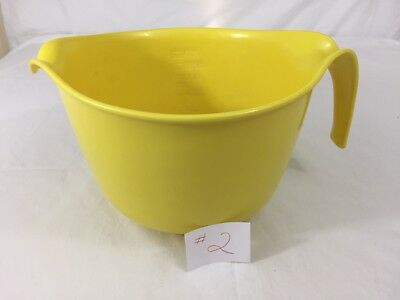 VTG Rubbermaid Yellow 3 Quart Mixing Batter Bowl With Handle & Spout No Ring