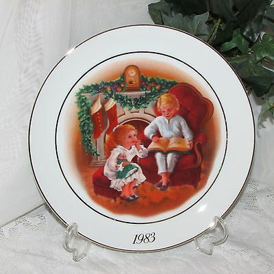 ENJOYING THE NIGHT BEFORE CHRISTMAS COLLECTOR PLATE by AVON 1983 CANADA GIFT