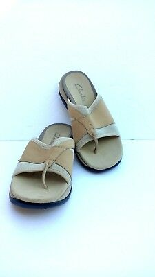 bfb7c091e89 Clarks Womens Size 7M Leather and Neoprene Thong Flip Flops Sandals Beige