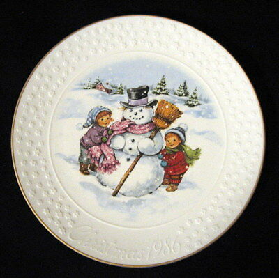 Vintage 1986 Avon Collector Plate A Child's Christmas Porcelain 24K Gold Trim