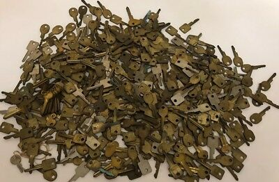 LOT OF 20 Vintage & Antique KEYS- Steampunk/Projects/Repurpose/Collect/Craft