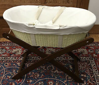Natures Purest Moses Basket/Bassinet with foldable stand