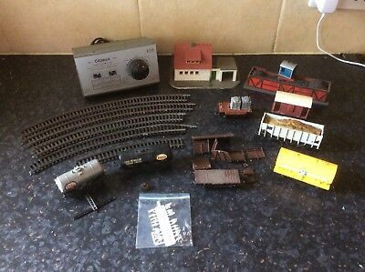 HO/OO Small Lot Of Wagons, Clipper Power Control Unit + Two Buildings