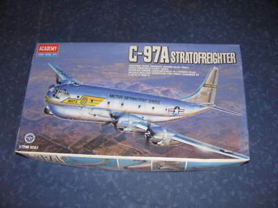 C-97A Stratofreighter im Maßstab 1:72 aus dem Hause Academy Hobby Model Kits