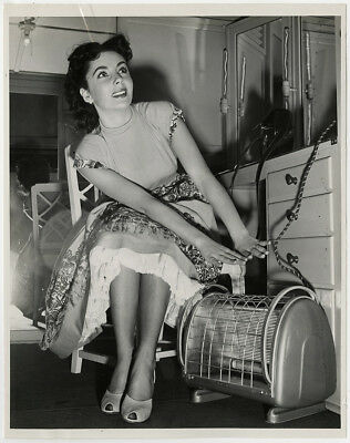 Elizabeth Taylor Warms Herself By Space Heater Vintage A Date w/ Judy Photograph