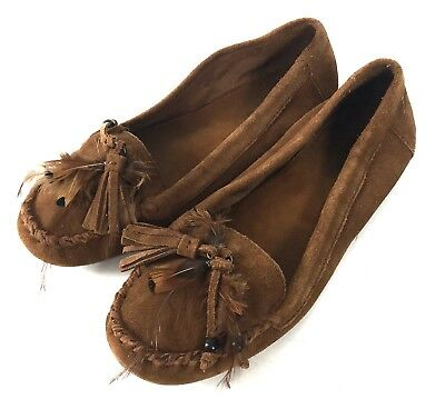 Minnetonka Womens 9 Moccasins Suede Leather Brown Feathers Tassels Flats Slip On