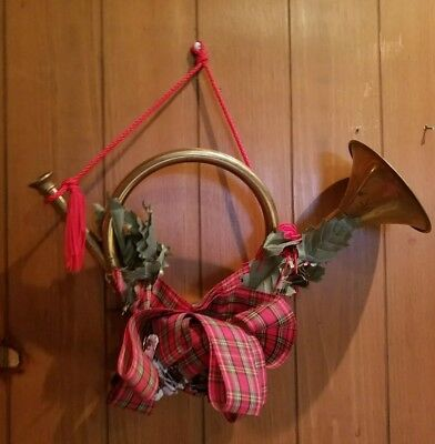 """VINTAGE BRASS FRENCH HORN CHRISTMAS DOOR/WALL WREATH Plaid Decoration 13"""" W"""