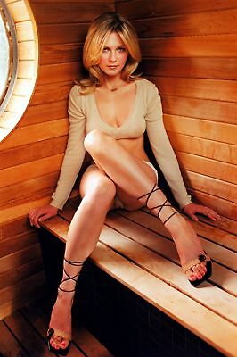 Kirsten Dunst With Knees Attached 8x10 Quality Photo Print