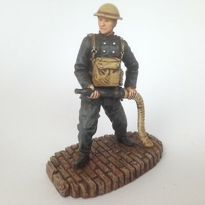 CORGI FORWARD MARCH Civilians At War FIREMAN - National Fire Service CC59170