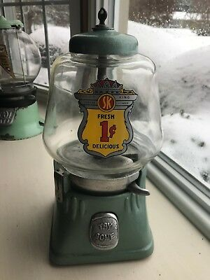 SILVER KING vintage 1940's 5 cent vending machine GUMBALL, PEANUTS, Working