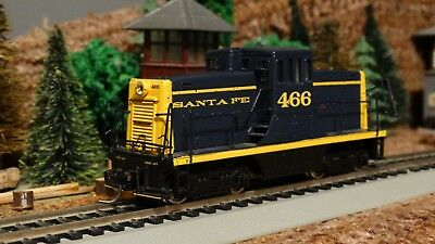 HO Scale Santa Fe GE 44 Ton Switcher Powered Locomotive  Lot E