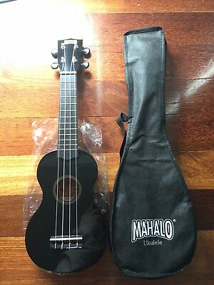 LIKE NEW! UKELELE Mahalo Musical Instrument (Black) 4 Strings with Carry Case