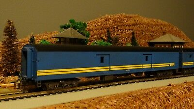 HO Scale CN VIA RAIL Baggage Passenger Car  Lot E 10