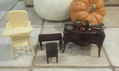 Miscellaneous Lot of 4 Vintage RENWAL Dollhouse Miniatures & Metal Dishes