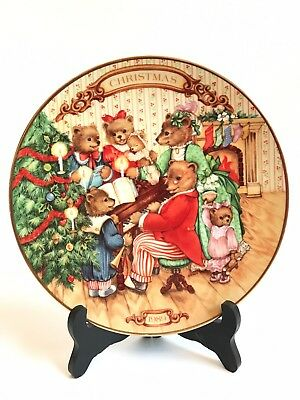 """Avon Plate """"Together For Christmas"""" 1989 Cute Bears Singing Near Tree Home Decor"""