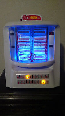 Tyrell Elvis Edition JukeMaster Jukebox - 100 Song CDs - Pearl Finish