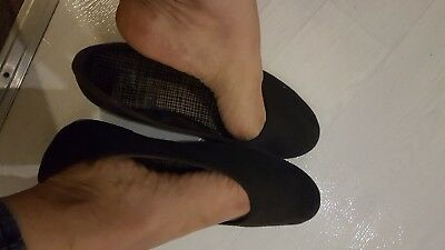 Well worn black ballet pumps flats ladies size 7. Very old, had years of use
