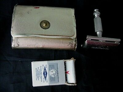 Vintage~1960's~Gillette~Travel Safety Razor Set In Case~Double Edge~Blade