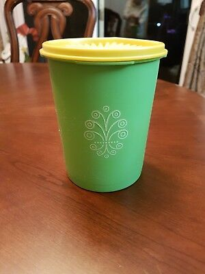 Vintage Tupperware Servalier Apple/Lime green Nesting 5 Cup Canister #811