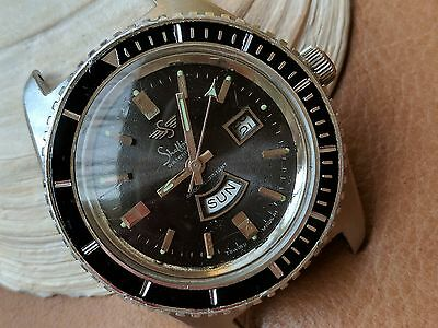 Vintage Sheffield Day-Date Divers Watch w/Pristine Dial,Large Case,Runs Strong