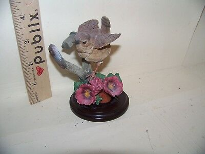 Country Artists 1999 Hand-Crafted -Painted Stratford Wren With Pansies 01289